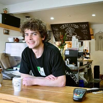 Un rapport explique les raisons qui empêchent les jeunes d'accéder à un emploi stable