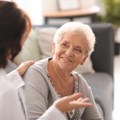 Renforcer l'accompagnement des personnes âgées et valoriser les métiers de l'aide à domicile