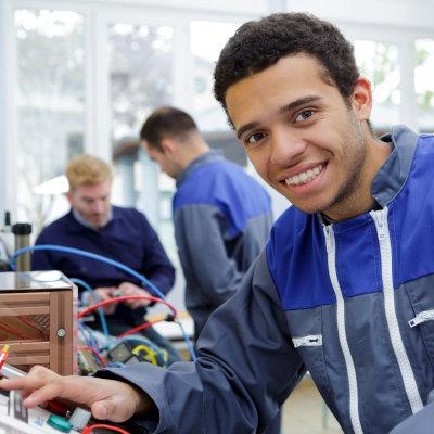 Aide à l'embauche de jeunes après un contrat en alternance