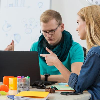 Les jeunes diplômés trouvent plus vite un emploi