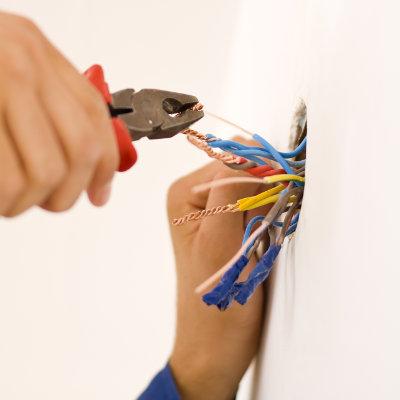 Formation aux travaux sous tension sur les installations électriques