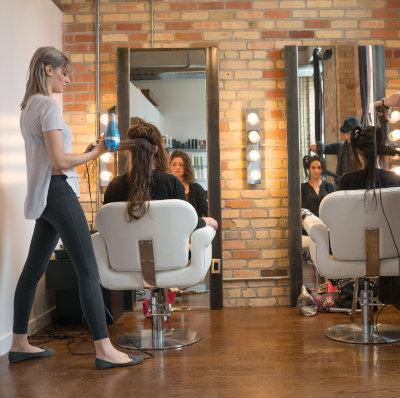 Plafonds d'emploi simultané d'apprentis dans le secteur de la coiffure dames ou mixte