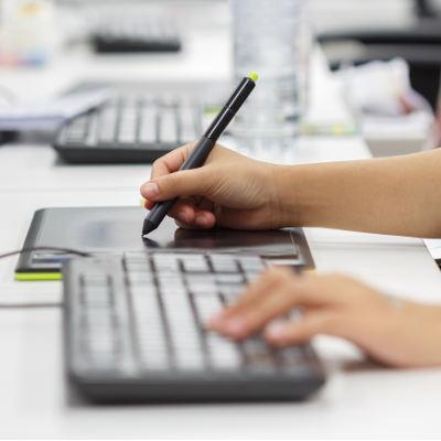 Le gouvernement lance le programme 10 000 formations aux métiers du numérique
