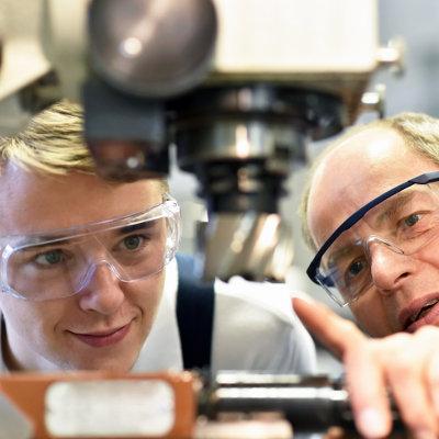 Le Céreq identifie les défis à relever pour assurer la qualité du tutorat en bac pro