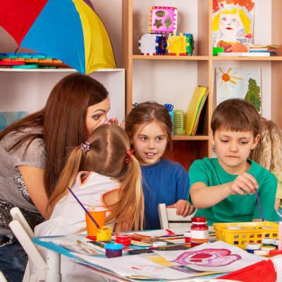 Formation continue des professionnels intervenant auprès d'enfants scolarisés de moins de six ans