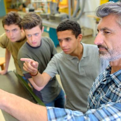Plusieurs pistes pour transformer la voie professionnelle scolaire