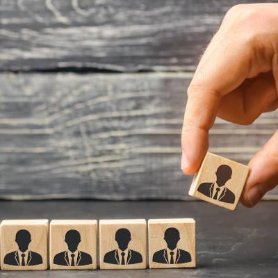 Les salariés en activité en 2013 et présentant une santé altérée sont 83 % en emploi trois ans plus tard